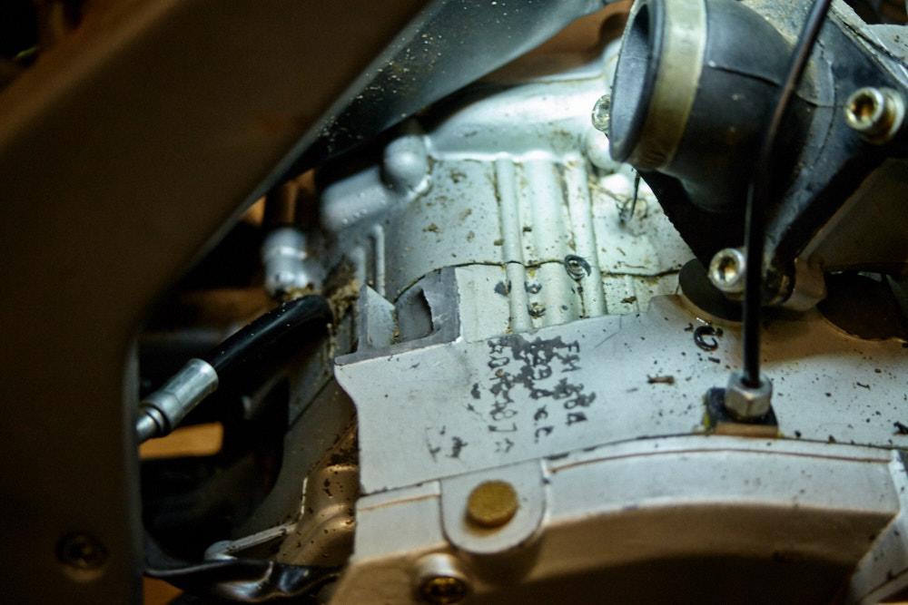Halterung am Motor abgeflext