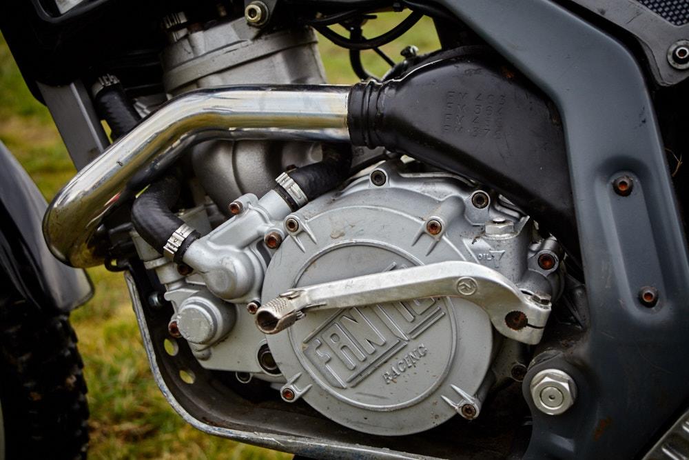 Seitenansicht des Motors