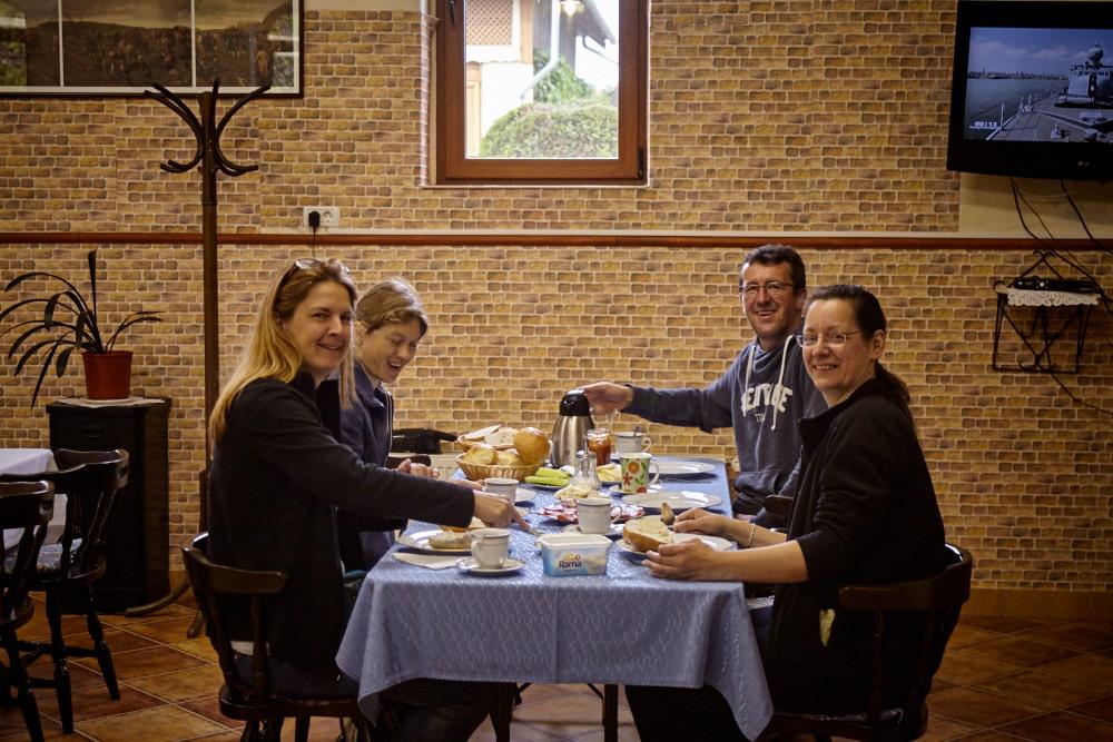 Das erste Frühstück in Rumänien
