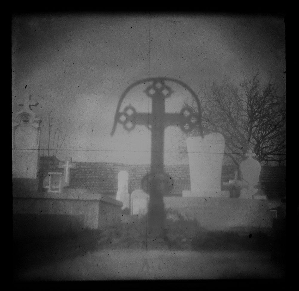 Das Grab des ersten Billeder Siedlers, aufgenommen durch eine über 100 Jahre alte Kamera