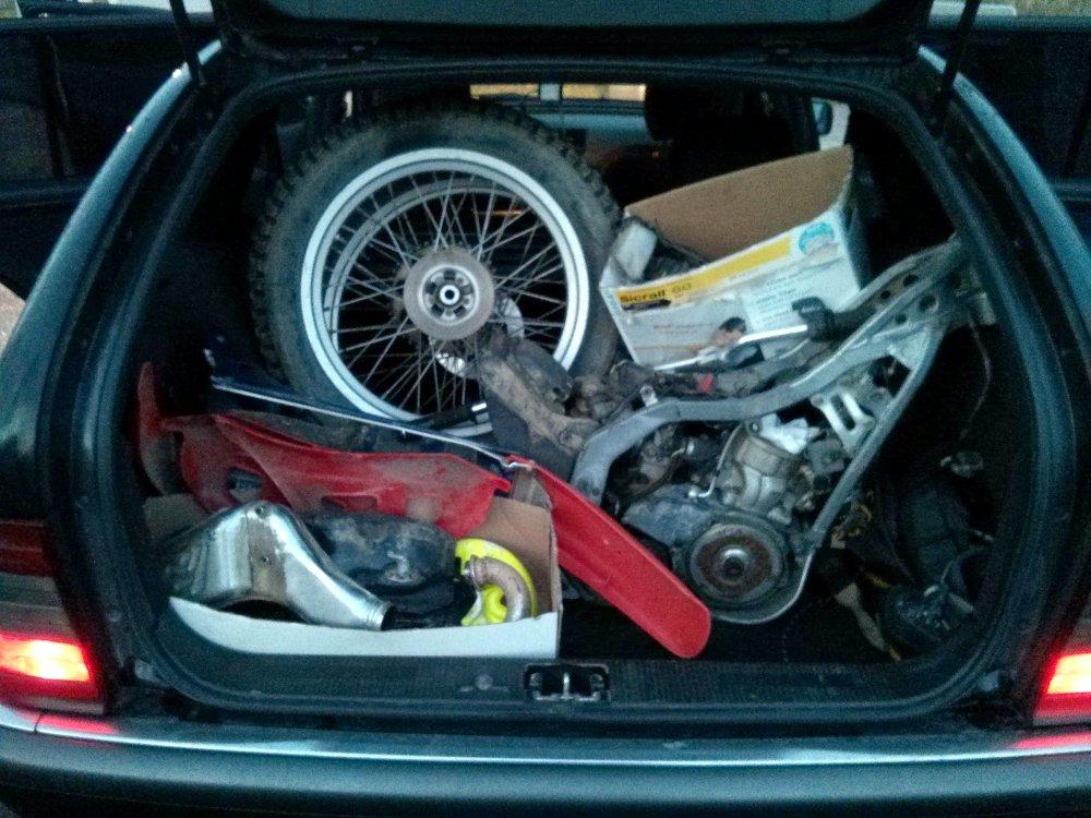 Teilehaufen im Kofferraum